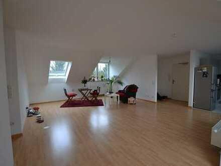 Helle und großzügige 3-Zi-DG-Wohnung mit eleganter Süd/West-Loggia am Perlacher Forst