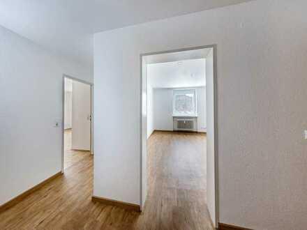 ** ZUHAUSE GESUCHT? ** renovierte 2 Zimmer-Wohnung
