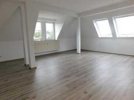 Schöne helle Wohnung mit großer Dachterrasse