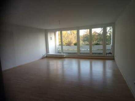 Exklusive, gepflegte 3-Zimmer-Wohnung mit 2 Balkonen in Burgberg-Lage
