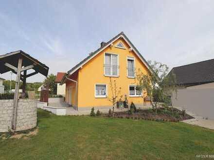Praktisch - zeitlos - sofort verfügbar: freistehendes Einfamilienhaus in Velburg