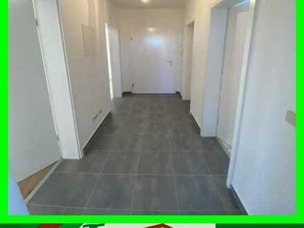NEU SANIERT - Kleine 3-Raum Wohnung mit Eckwanne im EG auf der Dorfstraße!