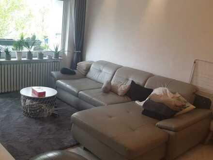 Sanierte 3-Raum-Wohnung mit Balkon und Einbauküche in Köln-Lindweiler