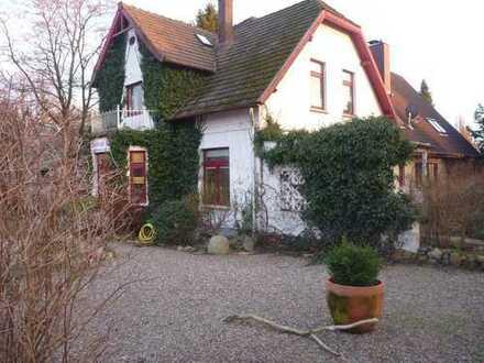 Großzügige Villa mit romantischem Garten