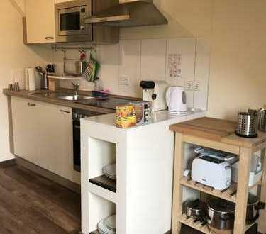 Neuwertige 2-Raum-DG-Wohnung mit Einbauküche in Leipzig
