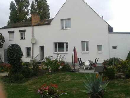 Freistehendes Einfamilienhaus mit großem Grundstück am Rosengarten