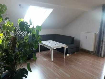 Gepflegte 3-Zimmer-Dachgeschosswohnung mit Balkon und EBK in Eberfing