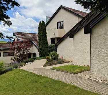Großzügige 4,5 Zimmer-Maisonette-Wohnung im Haus im Haus Konzept in ruhiger Ortsrandlage von Rech...