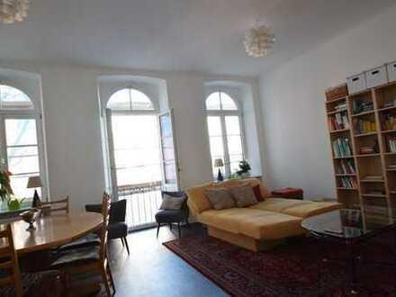 Sehr schöne 2 Zimmerwohnung im sanierten Altbau