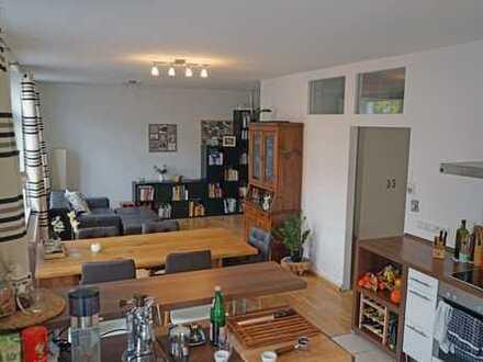 Moderne, offene, helle Wohnung im 2 Parteienhaus
