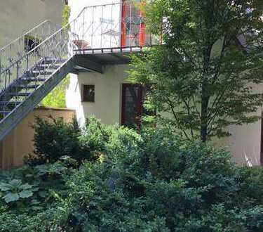 Freistehendes Kutscherhaus im Innenhof eines denkmalgeschützten Anwesens zu vermieten