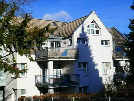 Kassel-Bad Wilhelmshöhe/Dönche: Sonnige, großzügige 4-Zimmer-Wohnung mit herrlichem Balkon…