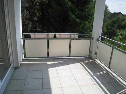 Kirchhörde: Großzügige helle 3 1/2 - Zimmer-Wohnung mit Balkon und Blick ins Grüne