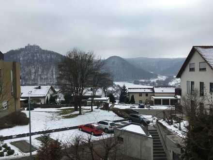 Neuwertige 3-Zimmer-Wohnung mit Balkon und EBK in Bad Urach