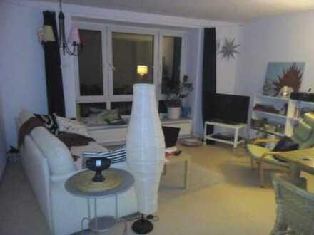 15 m² großes helles Zimmer in 3 Zimmer Wohnung
