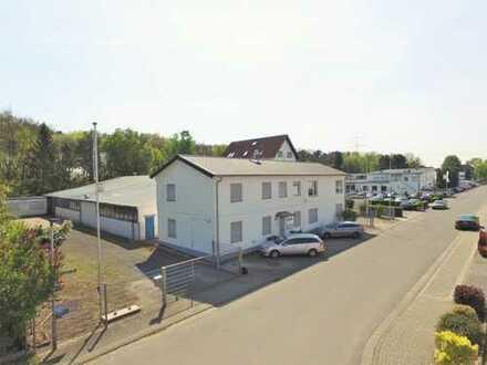 SCHWIND IMMOBILIEN - Montage- und Lagerhalle mit Büro, großen Freiflächen und zwei Wohnungen