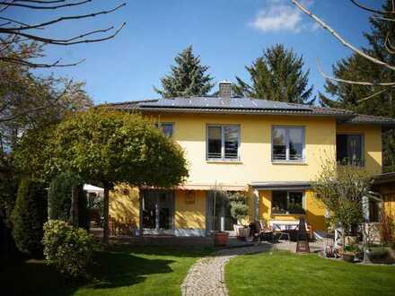 FERIENTRÄUME zu Hause, Wohnvilla mit Pool und separatem Gästehaus mit altem Baumbestand!