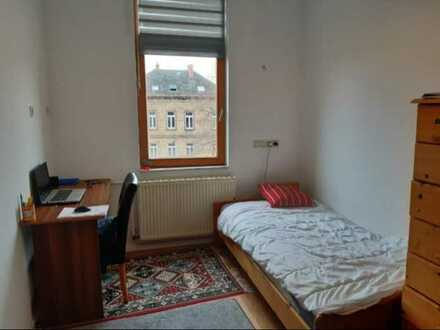 SOFORT VERFÜGBAR GROSSES, möbliertes, helles Zimmer in einer Maisonette-Wohnung mit Balkon
