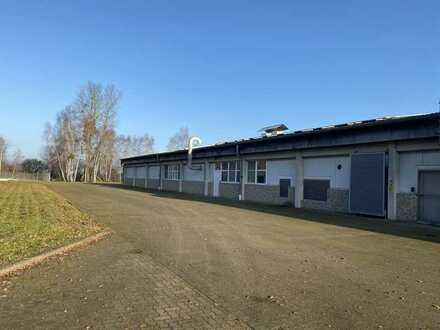 Lagerhalle mit Wohn-/Bürohaus zu verkaufen.
