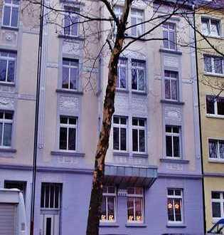 Uhlandstraße: 3 Zimmer-Wohnung mit Balkon in saniertem Jugendstilhaus