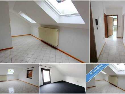 Geräumige Dachgeschosswohnung mit zwei Zimmern