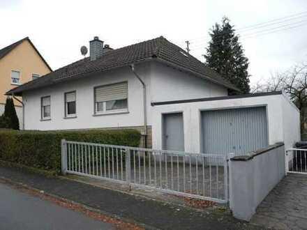 Walmdachbungalow mit großem Gartengrundstück am Stadtrand von Bitburg!