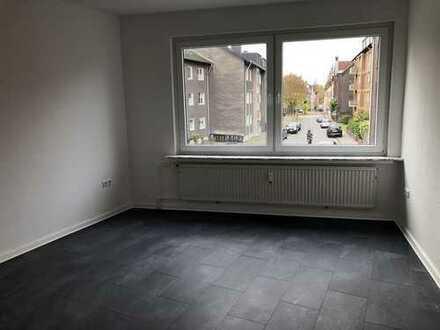 Neu renovierte 2 Zimmer Wohnung zentral gelegen!!