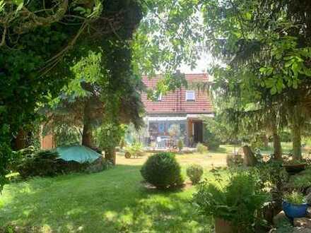 Grundstück mit Bauernhaus und Stallgebäude