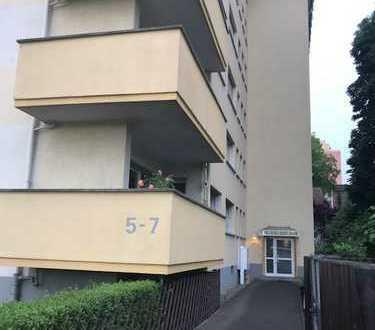 Günstige 3-Zimmer-Wohnung mit Balkon und Einbauküche in Offenbach am Main