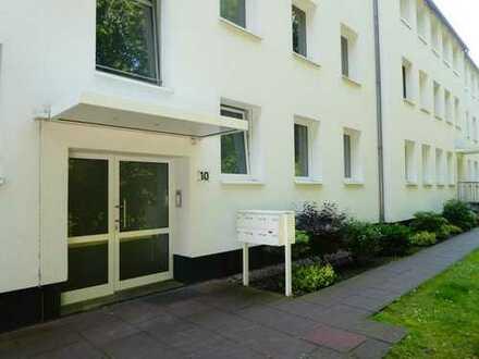 Erstbezug nach Sanierung: freundliche 3-Zimmer-Hochparterre-Wohnung mit Balkon in Bremen-Vegesack