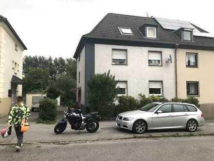 Mit großer Terasse und Werkstatt-Garage in Waldnähe