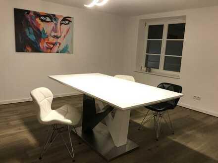 Stilvolle, geräumige und neuwertige 2,5-Zimmer-Maisonette-Wohnung mit Einbauküche in Memmingen