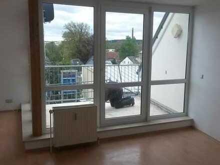 Gepflegte 3-Zimmer-Dachgeschosswohnung mit Balkon in Hof (Kreis)