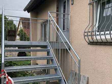 Liebevoll renovierte Dachgeschoßwohnung in 2-Familienhaus