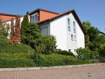 Großzügige Doppelhaushälfte mit Garten und Garage in Toplage von Neustadt