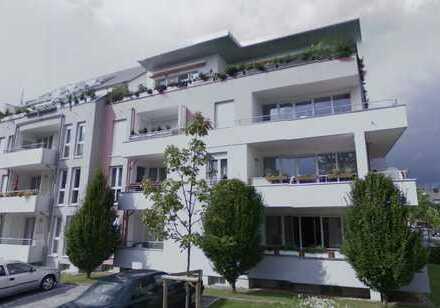 RESERVIERT!!! Frisch renovierte lichtdurchflutete Wohnung + Tiefgaragen-Stellpatz