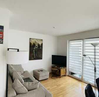 Sonnige, neuwertige 2-Zimmer-Wohnung mit Balkon KFZ. Stellplatz und EBK in Schwaig