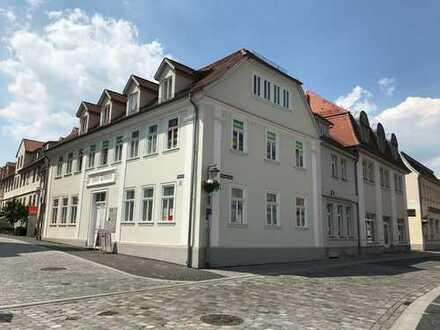 ** gemütliche DG-Wohnung * Haus SCHWAN direkt am Markt * ideal für Singles/Pärchen/Pendler **