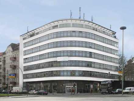Geräumige Gewerbefläche mit großer Schaufensterfront provisionsfrei von Hausverwaltung