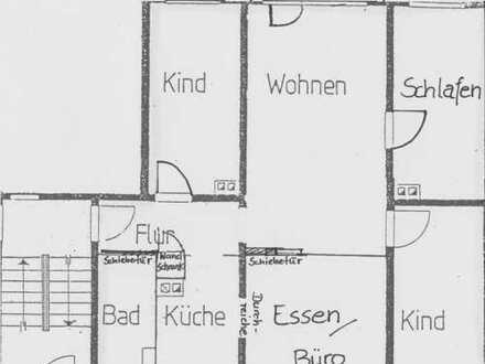 Gepflegte preiswerte 5-Zimmer-Wohnung mit EBK und Balkon in Gera / Westvororte