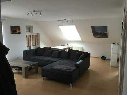 Moderne und gepflegte 2-Zimmer-Dachgeschosswohnung mit Balkon und EBK in Dettenheim (Baden)
