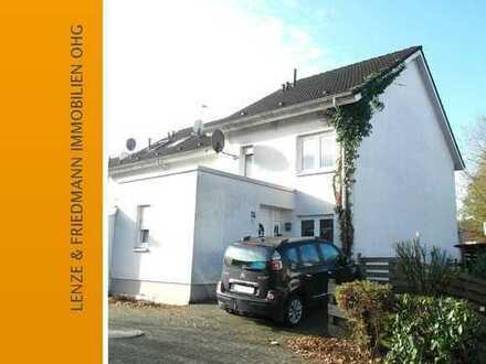 Gepflegtes Einfamilienwohnhaus mit Garten und Stellplätze in Bergisch Gladbach Gronau