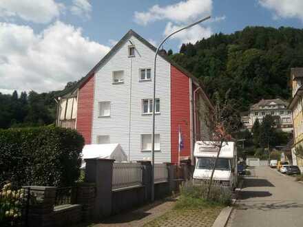 Exklusive, modernisierte 4-Zimmer-Hochparterre-Wohnung mit Balkon in Zell im Wiesental