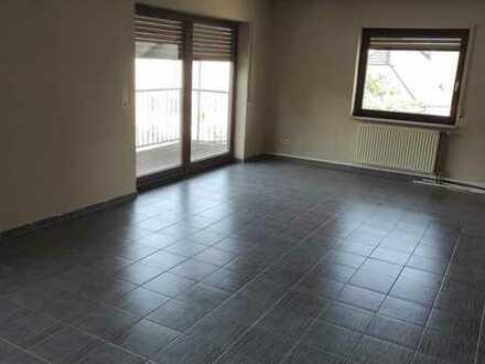 Gepflegte 3-Zi.Wohnung + Abstellraum, Balkon, Keller + Garage in Biblis