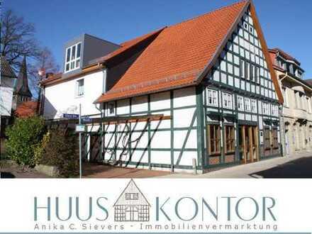 BIETERVERFAHREN***Stilvolles, großzügiges Wohnhaus mit Ladengeschäft im historischen Ortskern von Sa