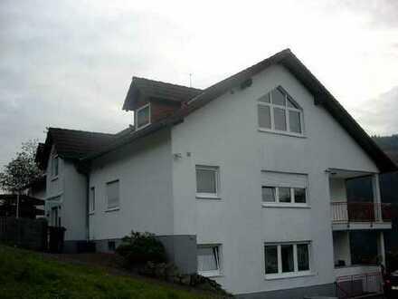 Günstige 3-Zimmer-Hochparterre-Wohnung mit Balkon in Schönau