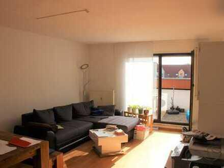 Großzügige 4 ZKB Wohnung mit Dachterrasse, in schöner Wohnlage !