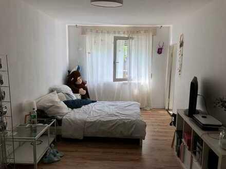 Schöne, geräumige ein Zimmer Wohnung in Karlsruhe, Südweststadt