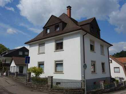 Großzügiges Dreifamilienhaus mit sonnigem Grundstück in Bestwohnlage