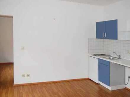 Ruhige 1,5-Raum-Wohnung mit Südbalkon und kleiner Einbauküche!